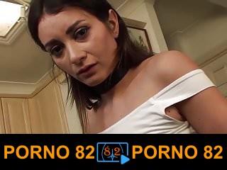 Esmer kızı sikerken köle fetişi yapıyor