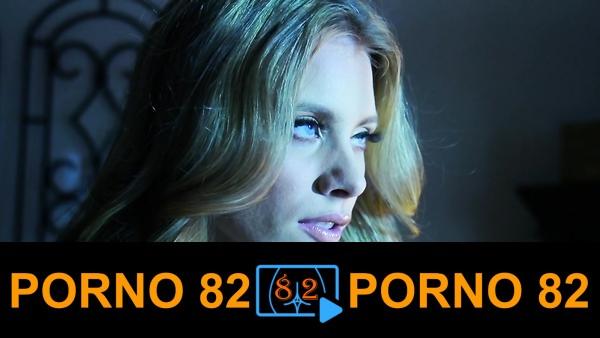 Genç kadını masturbasyon yaparken avlıyor